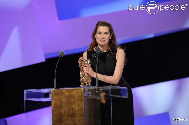 Emmanuelle Devos lors de la 35e cérémonie des César. Elle a remporté le prix de la meilleure actrice dans un second rôle pour A l'origine