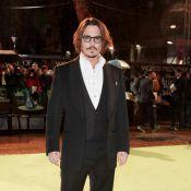 Quand Johnny Depp joue à l'homme-invisible... C'est raté ! Il vient d'arriver à Venise pour rejoindre Angelina...