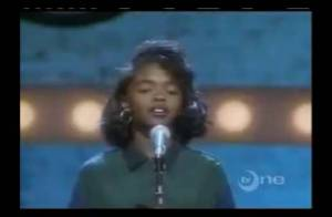 Lauryn Hill : Regardez-la, enfant, se faire siffler en plein show !
