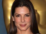 Regardez Sandra Bullock recevoir avec honneur... le Razzi de la pire actrice !