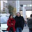 Elie Chouraqui et son épouse à leur arrivée au défilé Sonia Rykiel le 7 mars à Paris