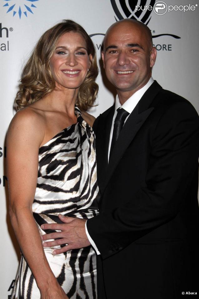 Le 12 mars 2010, l'événement Hit for Haïti au profit des populations haïtiennes, à Indian Wells, a pu compter sur Steffi Graf et Andre Agassi