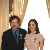 Regardez la divine Marion Cotillard et Tim Burton être décorés... dans la douleur ! (Réactualisé)