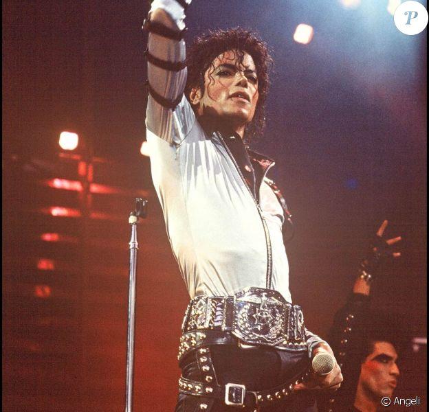 Michael Jackson : Un contrat de 200 millions de dollars a été conclu, portant sur 10 albums en 7 ans