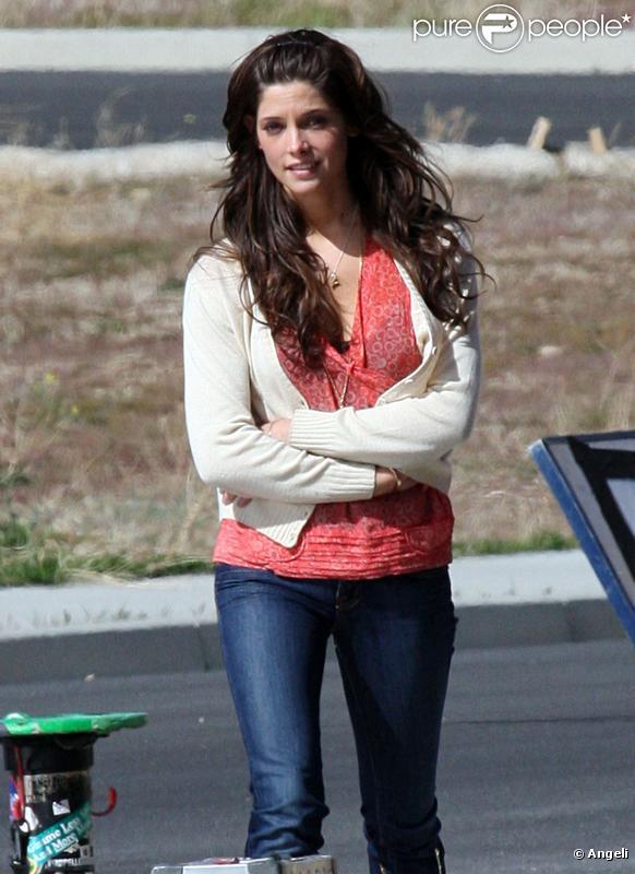 Ashley Greene sur le tournage de son prochain film  The Apparition , en Californie, le 26 mars 2010