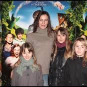 Les ravissantes Zoé Félix et Elsa Fayer s'extasient en famille devant des cochons volants !