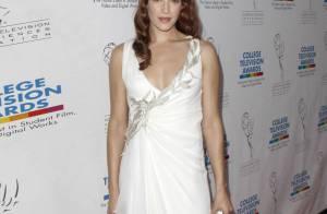 Les ravissantes Amanda Righetti et Busy Philipps : concours de robes glamour sur tapis rouge !