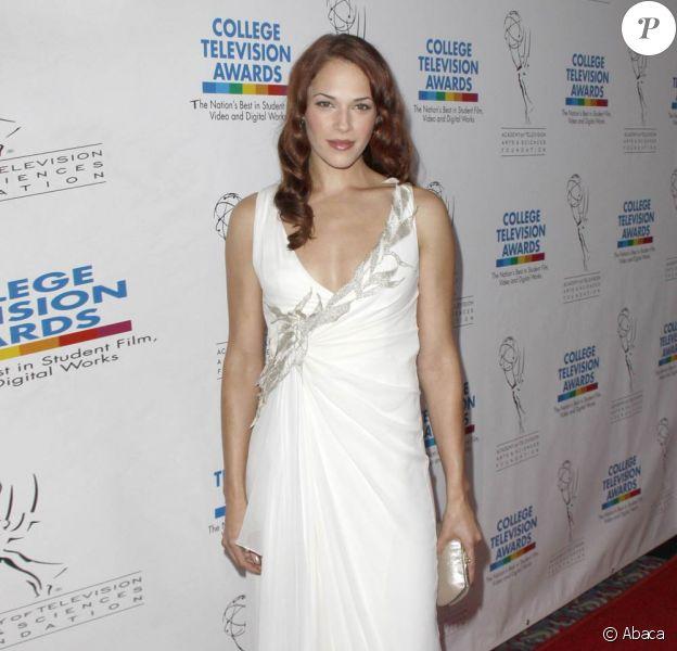 La superbe Amanda Righetti, à l'occasion du 31e College Television Awards, qui s'est tenu au Renaissance Hotel d'Hollywood, à Los Angeles, le 10 avril 2010.