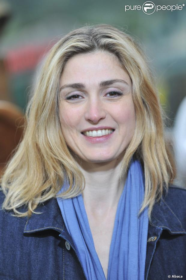 Julie Gayet - Wallpaper Image