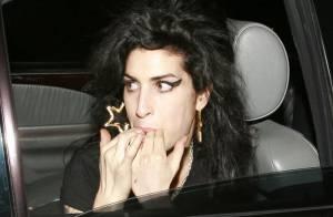 Amy Winehouse pose un lapin aux dirigeants de sa propre maison de disques...