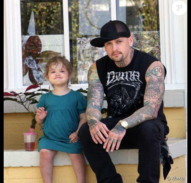 Benji Madden fait du baby sitting à Beverly Hills