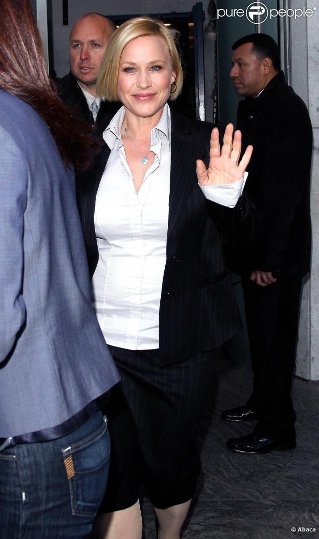 Patricia Arquette à la sortie d'une émission (28 avril 2010 à NYC)