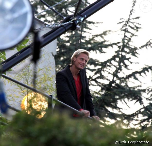 Arnaud Lemaire, sur le tournage de l'émission L'Amour est aveugle, qu'il anime chaque vendredi soir à 22h15 sur TF1.