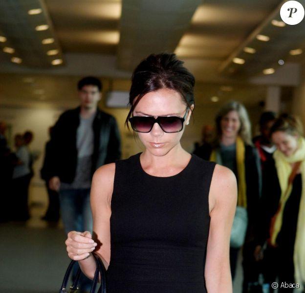 Victoria Beckham à l'aéroport de Londres le 4 mai 2010