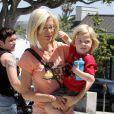 """""""Tori Spelling et son fils Liam à West Hollywood, le 6 mai 2010"""""""