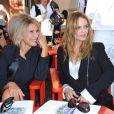 Vanessa Paradis et Anne-Florence Schmitt au défilé Croisière de Chanel, à Saint-Tropez.