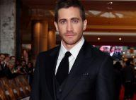Regardez Jake Gyllenhaal flirter et avoir les mains baladeuses... lors d'une soirée caliente !