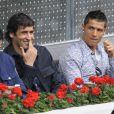 Raul et Cristiano Ronaldo assistent à la rencontre opposant Rafael Nadal à l'Ukrainien Dolgopolov, le 12 mai 2010 lors du tournoi de Madrid