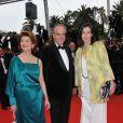 Frédéric Mitterrand et Maria Luisa Parades sur le tapis rouge du Festival de Cannes, avant la projection de You Will Meet A Tall Dark Stranger, de Woody Allen, le 15 mai 2010