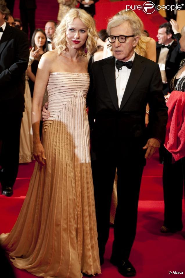 Naomi Watts et Woody Allen sur le tapis rouge du Festival de Cannes, avant la projection de You Will Meet A Tall Dark Stranger, le 15 mai 2010