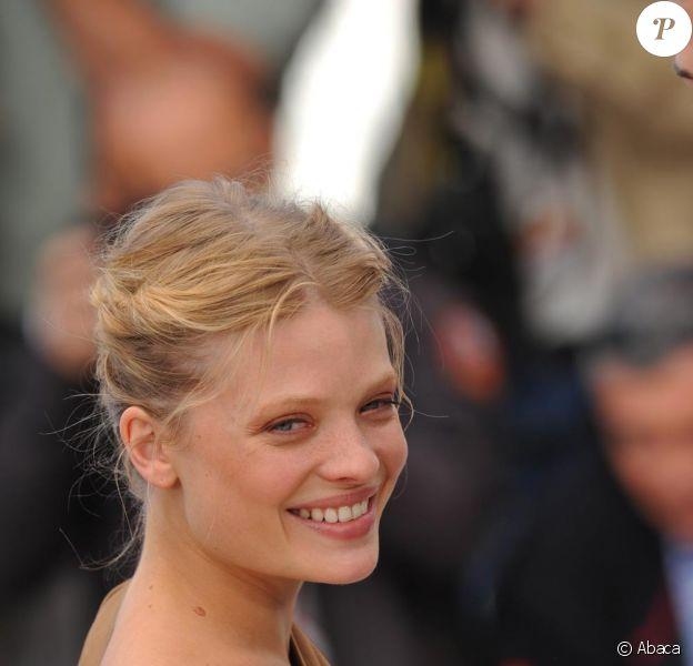 Mélanie Thierry lors du photocall du film La Princesse de Montpensier de Bertrand Tavernier. Le 16 mai 2010 à Cannes.