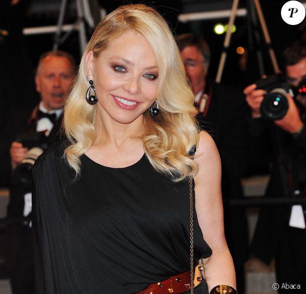 Ornella Muti sur le tapis rouge du festival de Cannes le 20 mai 2010