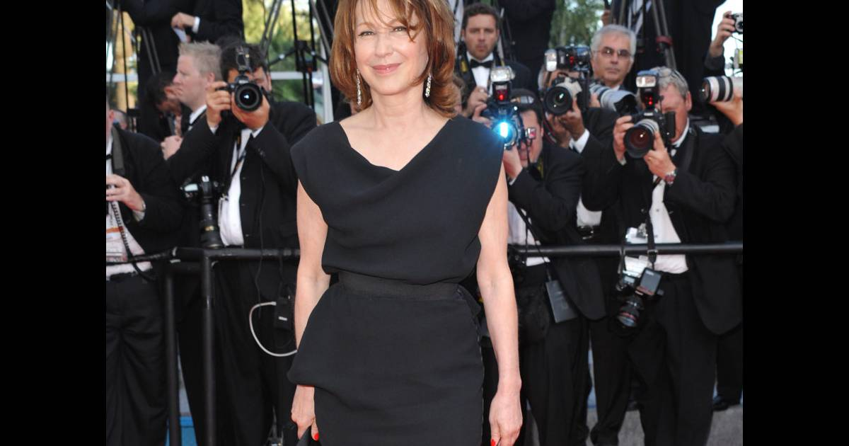 nathalie baye lors du dernier tapis rouge du 63e festival de cannes le 23 mai 2010. Black Bedroom Furniture Sets. Home Design Ideas