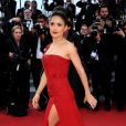 Salma Hayek à Cannes dans une fabuleuse robe rouge signée Gucci