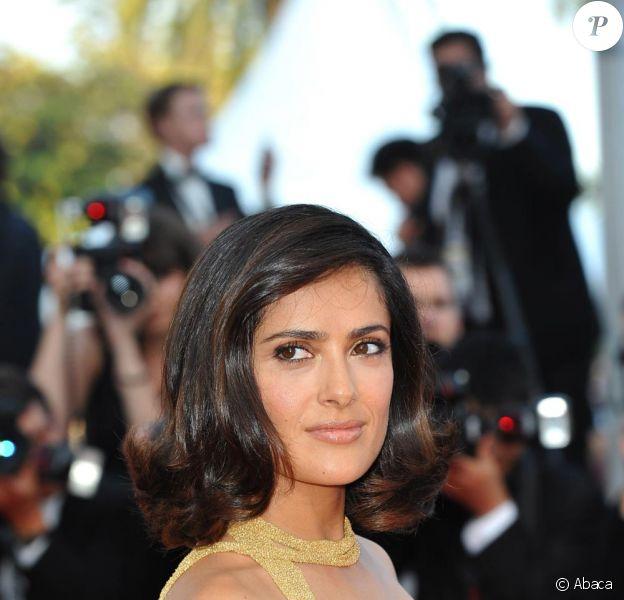 Salma Hayek à Cannes le 23 mai 2010. Une princesse sur tapis rouge en robe Gucci