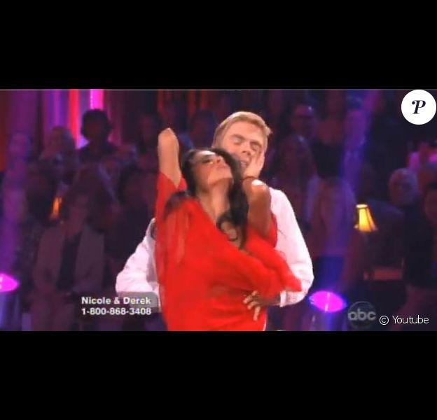 Nicole Scherzinger et Derek Hough sur le plateau de Dancing With The Stars