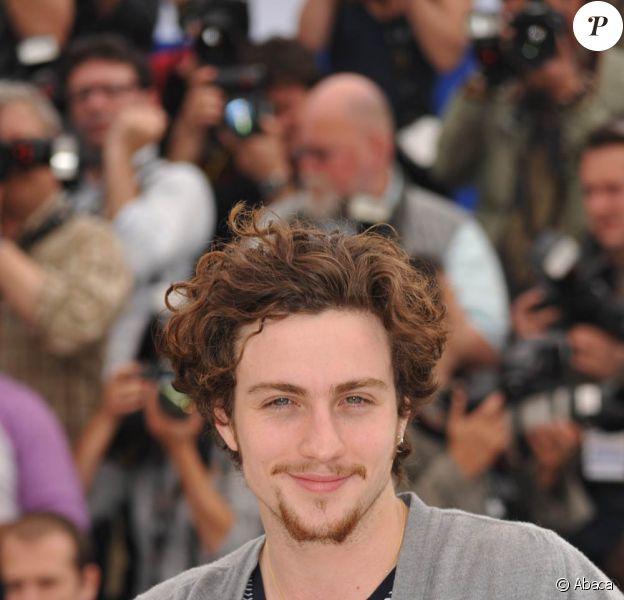 L'acteur britannique Aaron Johnson, 19 ans, et sa compagne la photographe et réalisatrice Sam Taylor-Wood, 42 ans.