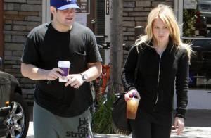 Hilary Duff : tellement in love de son chéri... tellement fière de sa bague de fiançailles !