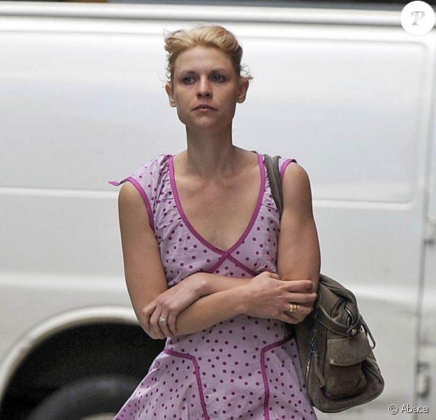 La ravissante Claire Danes se promène bien seule, à New York, le 8 juin 2010.