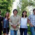 Sébastien Roch, Caroline Dechantre, Patrick Puydebat, Isabelle Bouysse et Philippe Vasseur tournent une sixième saison des Vacances de l'Amour, en région parisienne, le vendredi 4 juin.