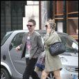 Kate Hudson et son amoureux le chanteur de Muse à Paris le dimanche 13 juin 2010.