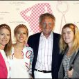 Nelson Monfort avec sa femme et ses filles à la soirée Lancel organisée pour le lancement du BB Bag, le 14 juin 2010