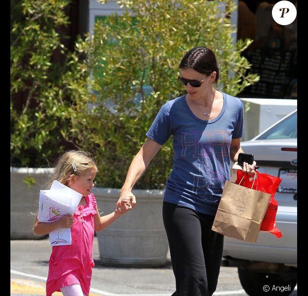 Jennifer Garner et sa fille Violet en balade à Los Angeles le 17 juin 2010