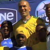 Zinedine Zidane : Regardez-le s'essayer péniblement aux coutumes sud-africaines !