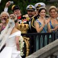 Le 19 juin 2010, la princesse héritière Victoria de Suède a épousé le roturier Daniel Westling en la cathédrale Storkyrkan, devant 1100 convives de marque. Puis ils rejoint le palais en barge pour une fête dans les jardins et le banquet nuptial.