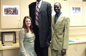 Manute Bol, plus grand joueur et légende de la NBA, est décédé... Il avait 47 ans...