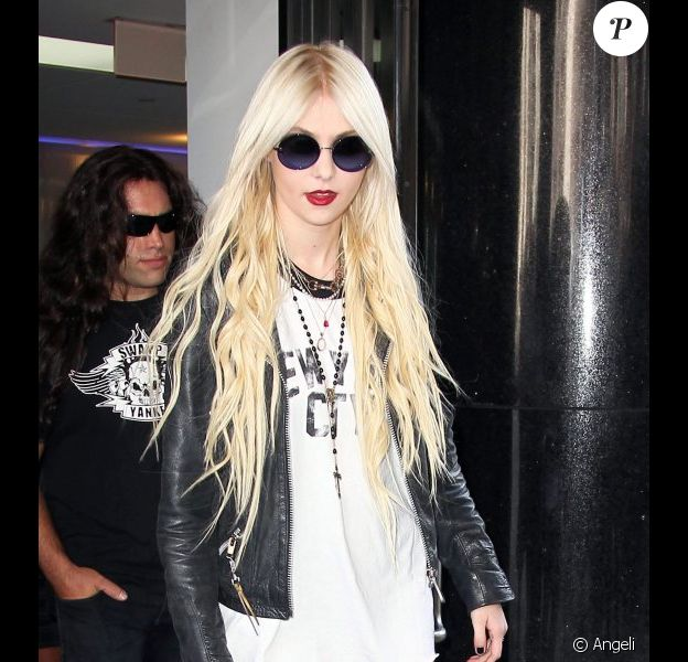 Taylor Momsen et son groupe The Pretty Reckless à New York, le 22 juin 2010