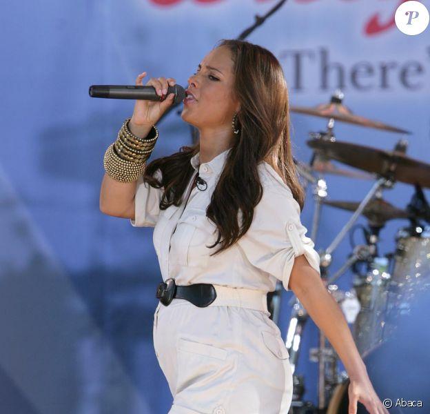 Alicia Keys, enceinte, chante lors de l'émission Good Morning America à Central Park à New York le 25 juin 2010