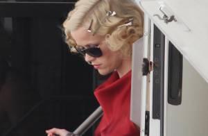Robert Pattinson : subjugué par Reese Witherspoon, sublime dans son interminable robe rouge !