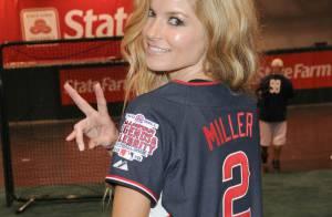 Marisa Miller : Toujours aussi sexy, elle met au défi James Denton et Mario Lopez !