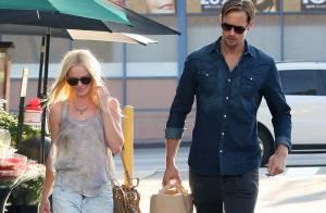 Kate Bosworth, très fière de son beau vampire, ne cache pas son immense sourire !
