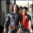 Russell Brand et Luis Guzman, déguisés en Batman et Robin, sur le tournage du film Arthur, à Manhattan