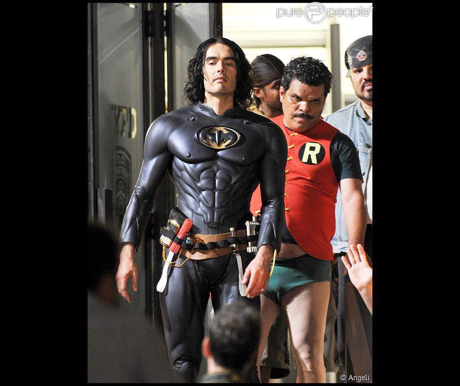 Russell brand et luis guzman d guis s en batman et robin - Image de batman et robin ...