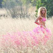 Shakira plus divine que jamais lorsqu'elle se transforme en danseuse fluorescente !