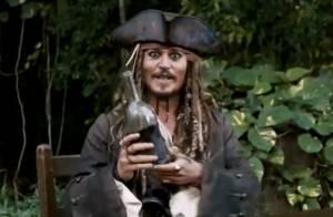 Regardez Johnny Depp annoncer