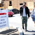 Robert Pattinson et sa mère Clare sortent du cinéma Malibu Theater après avoir vu Salt le 24 juillet 2010 à Los Angeles